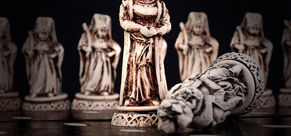 carved-chess-pieces_pan_14937