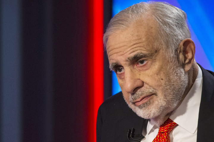 Billionaire activist-investor Carl Icahn gives an interview on FOX Business Network's Neil Cavuto show in New York in this February 11, 2014 file photo. Icahn said October 9, 2014, Apple Inc's shares could double in value and urged the company's board to buy back more shares using its $133 billion cash pile.  REUTERS/Brendan McDermid/Files (UNITED STATES)